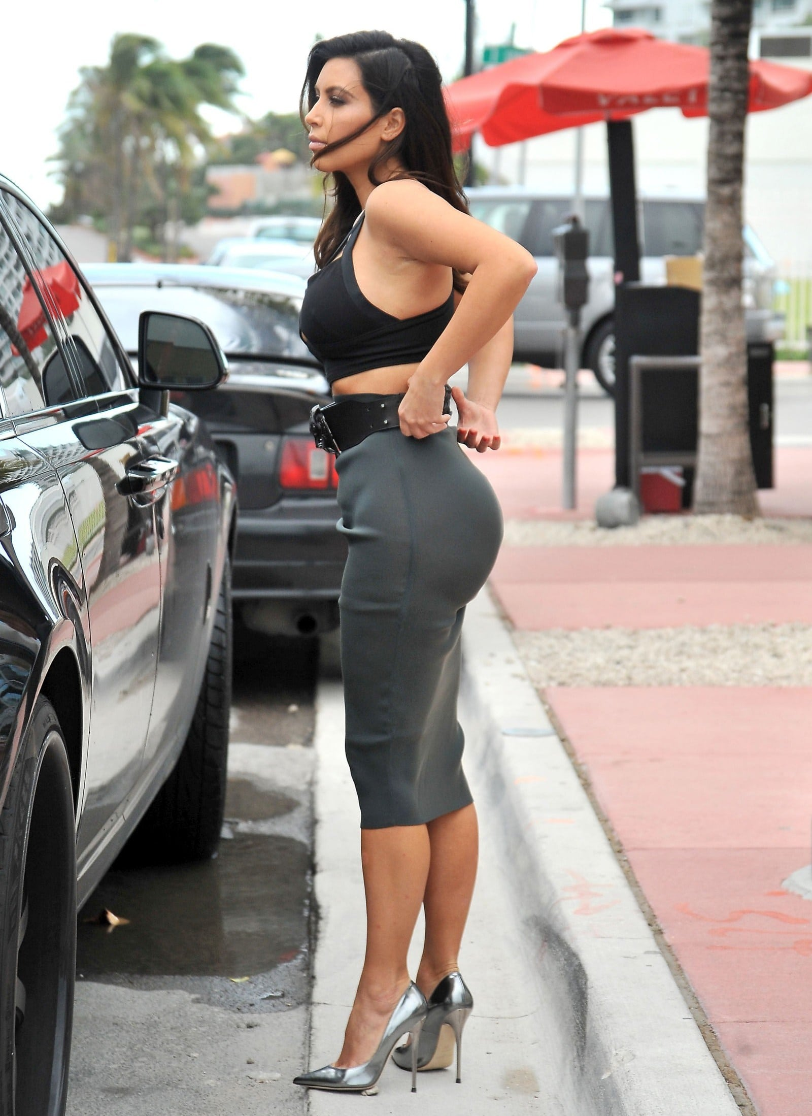 Kim Kardashian sexy booty pics (10)
