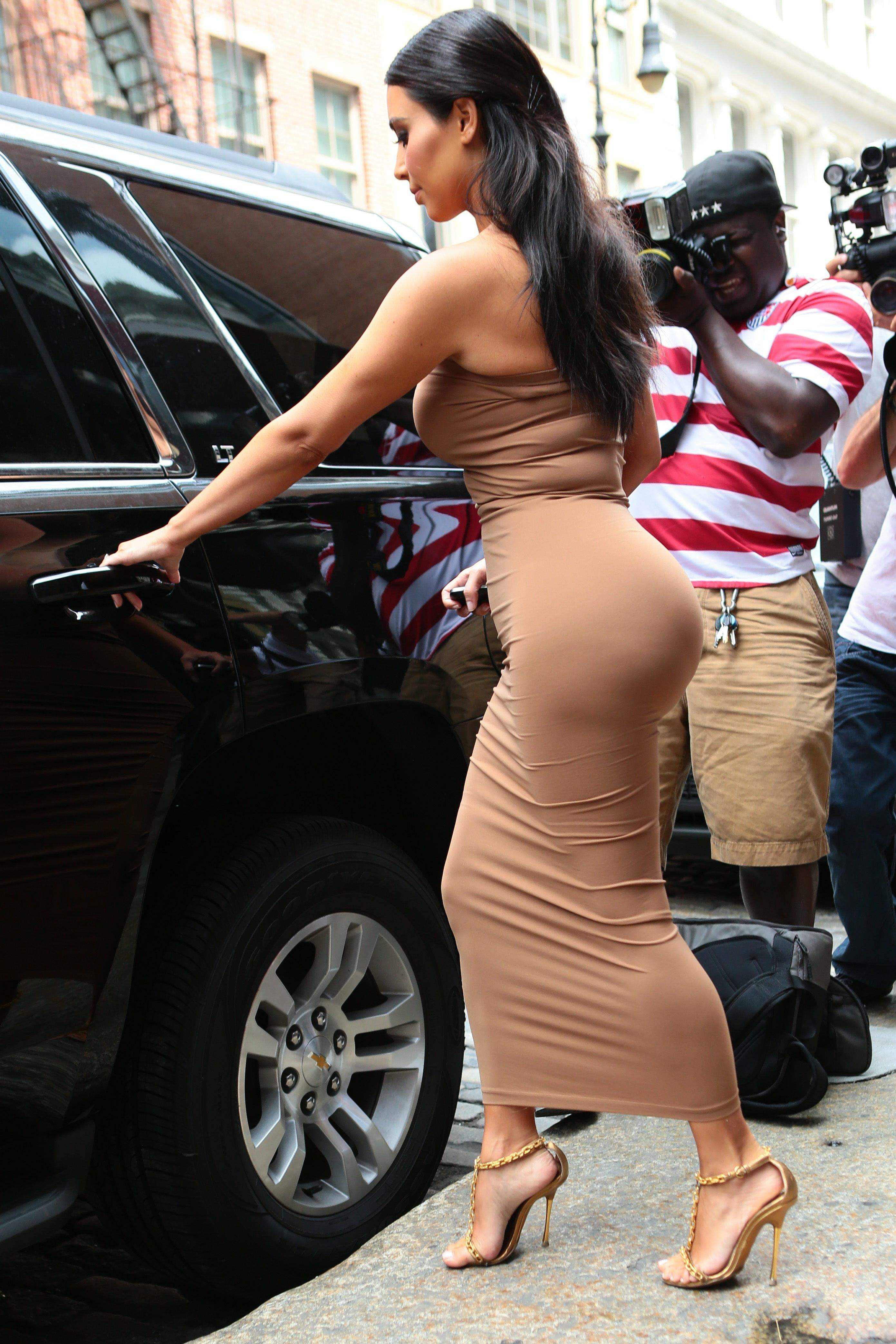 Kim Kardashian sexy booty pics (8)