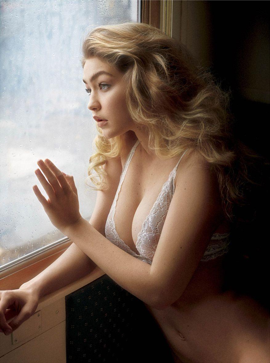 Gigi Hadid natural tits