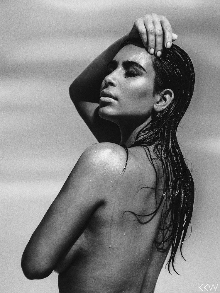 Kim Kardashian nude desert shoot (2)