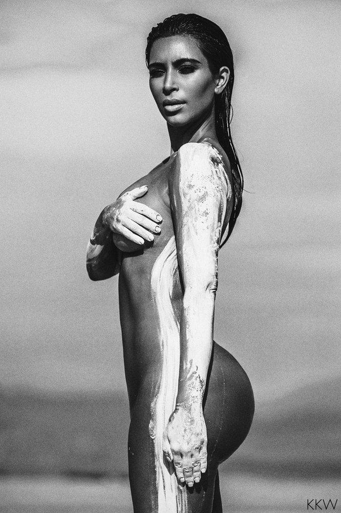 Kim Kardashian nude desert shoot (4)