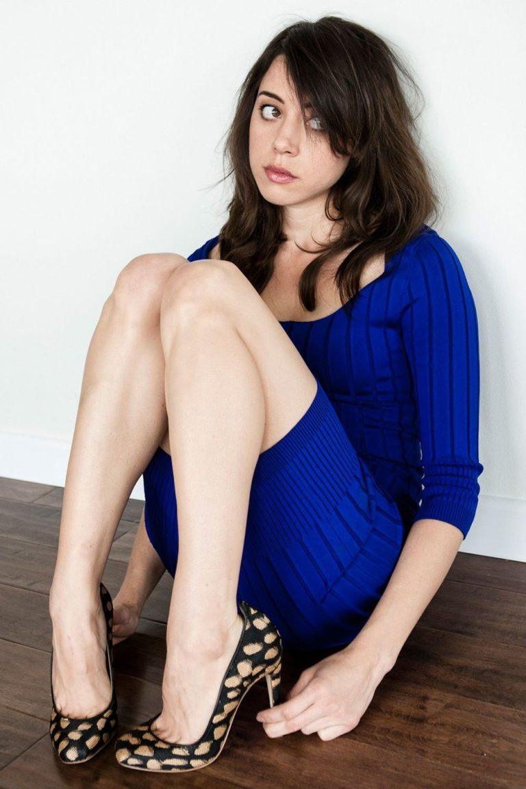 Aubrey Plaza Bare Legs
