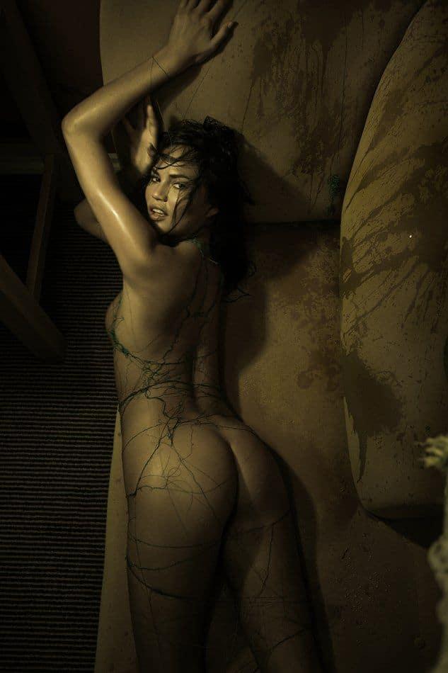 Chrissy Teigen bare pics (2)