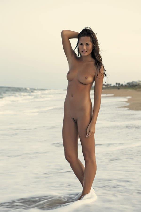 Chrissy Teigen naked modeling (2)