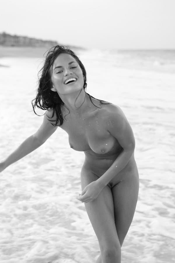 Chrissy Teigen naked modeling (3)