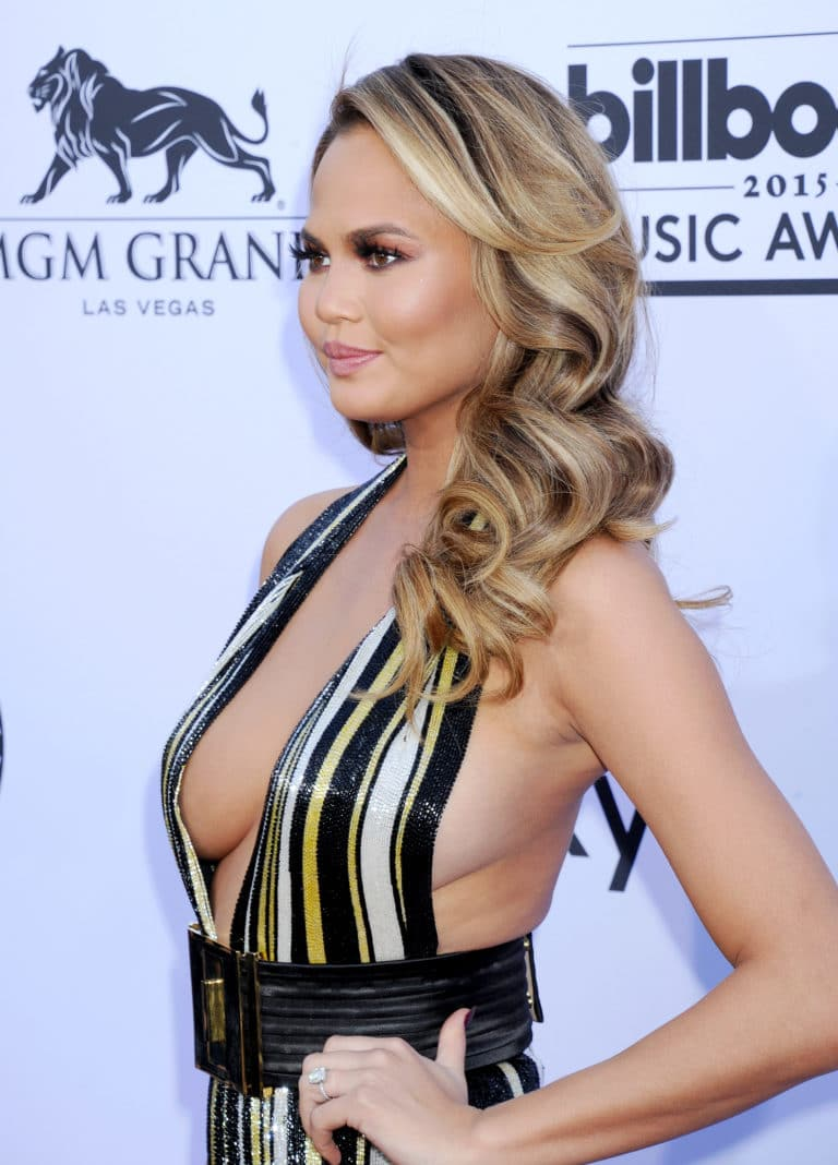 Chrissy Teigen side titties