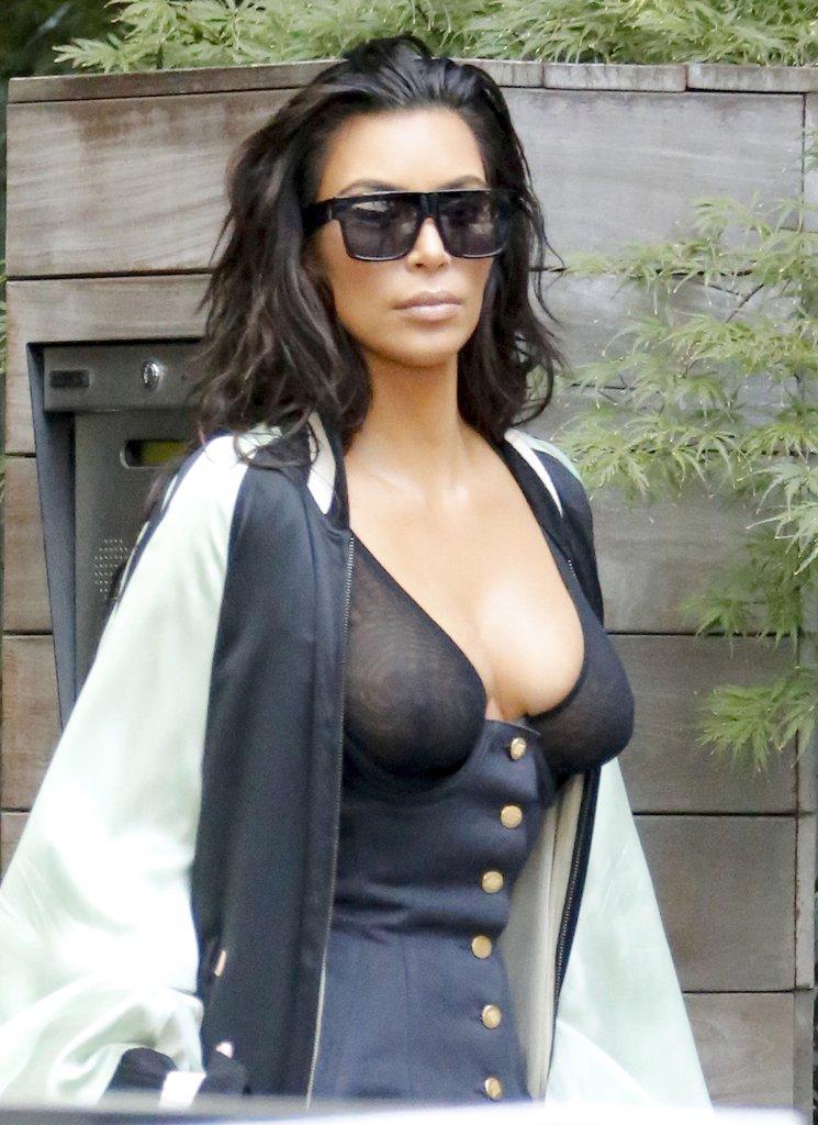 kim kardashian exposed nipples