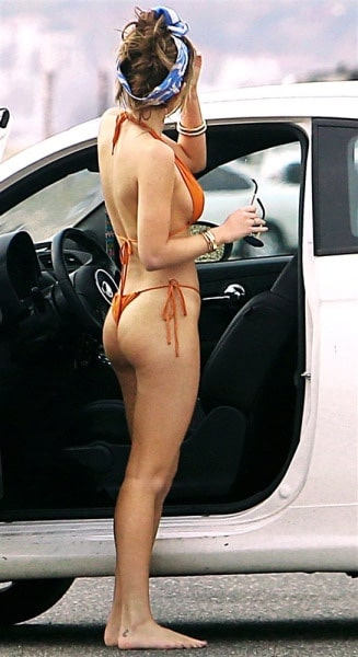 Bella Thorne booty exposed