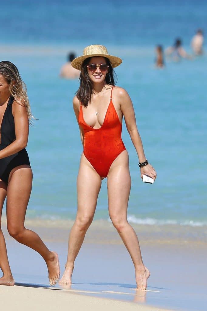 Olivia Munn sexy as fuck body