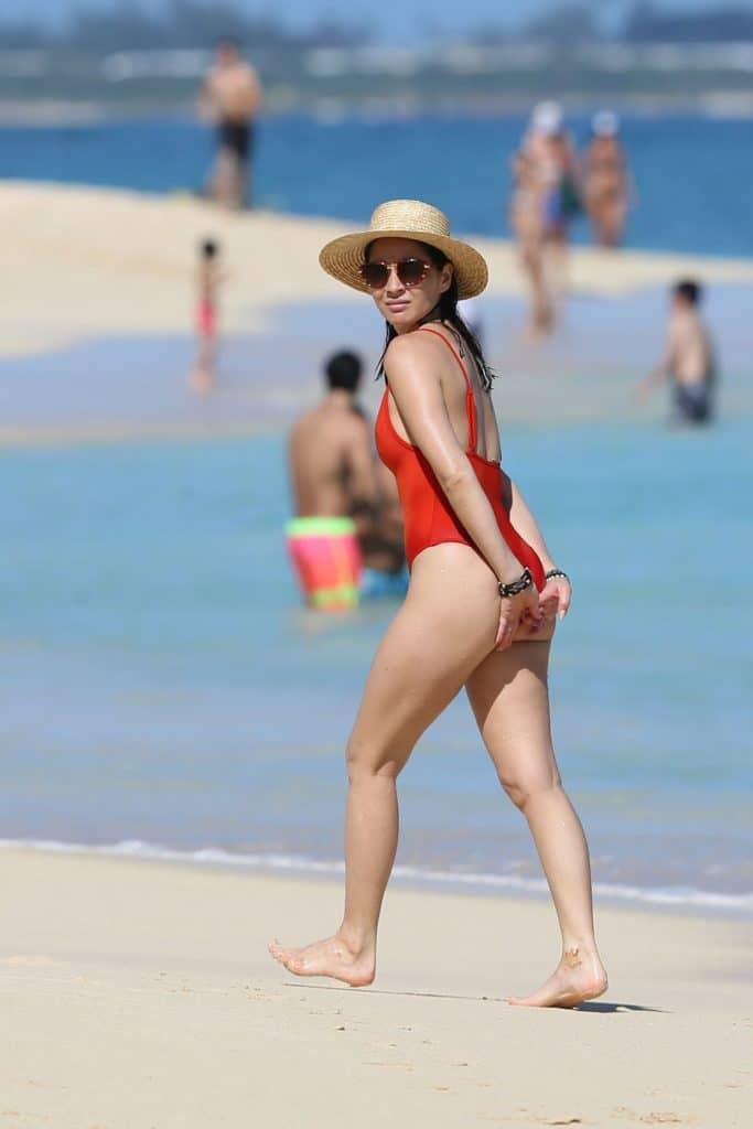 Olivia Munn asstastic