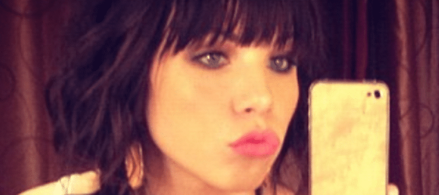 sexy carly rae selfie making a duck face