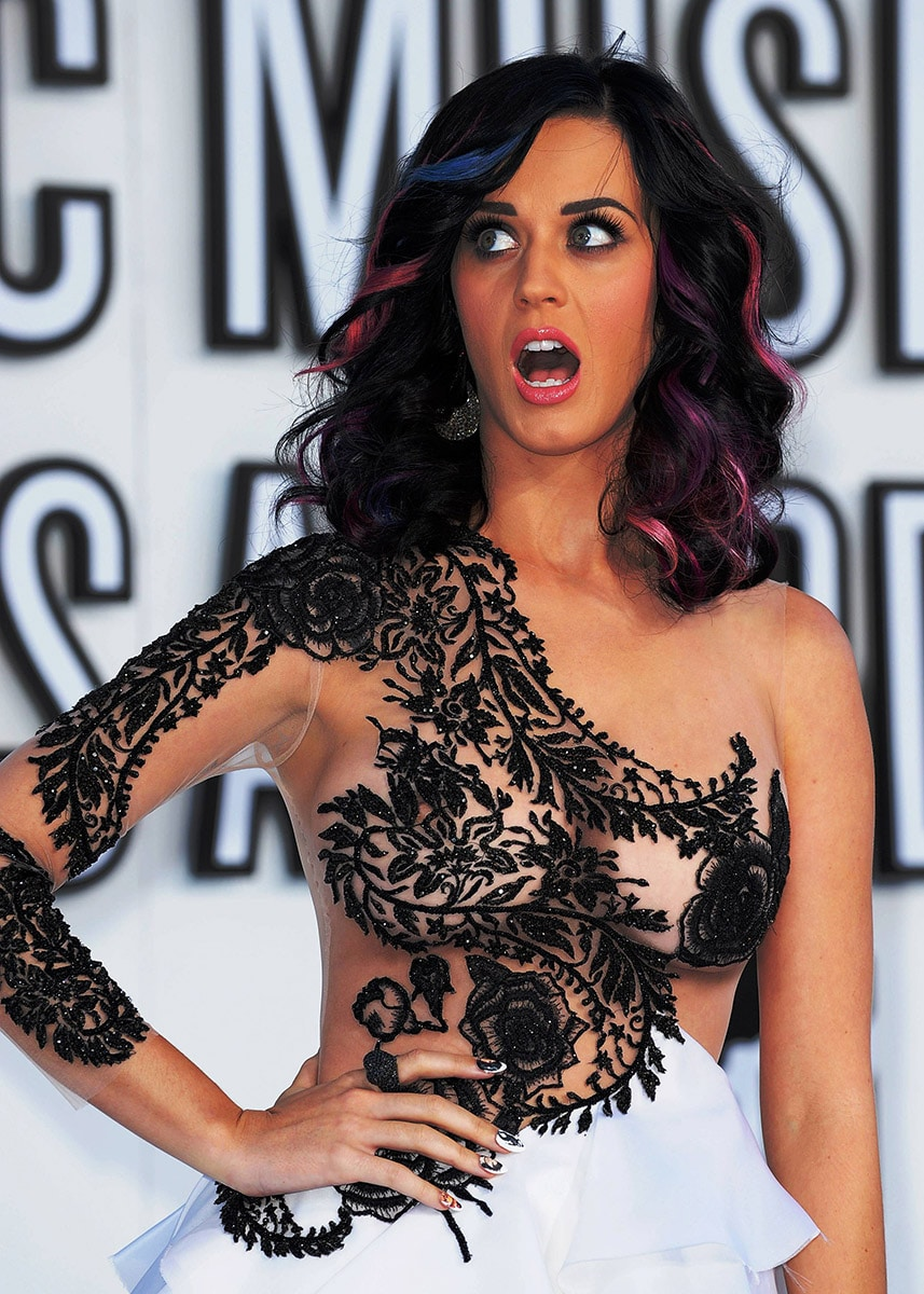 See Celebrities Wearing Her: Pics & Videos * Uncensored Collection
