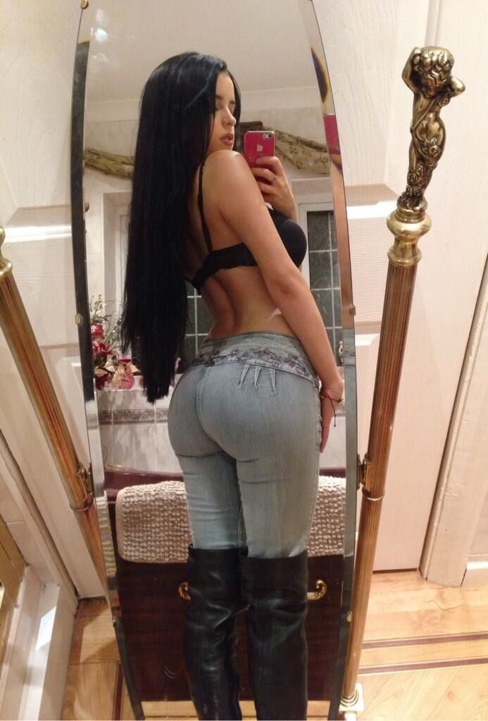 Demi Rose Mawby's ass in jeans