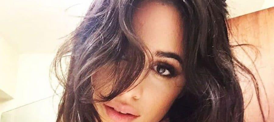 Camila Cabello sexy selfie