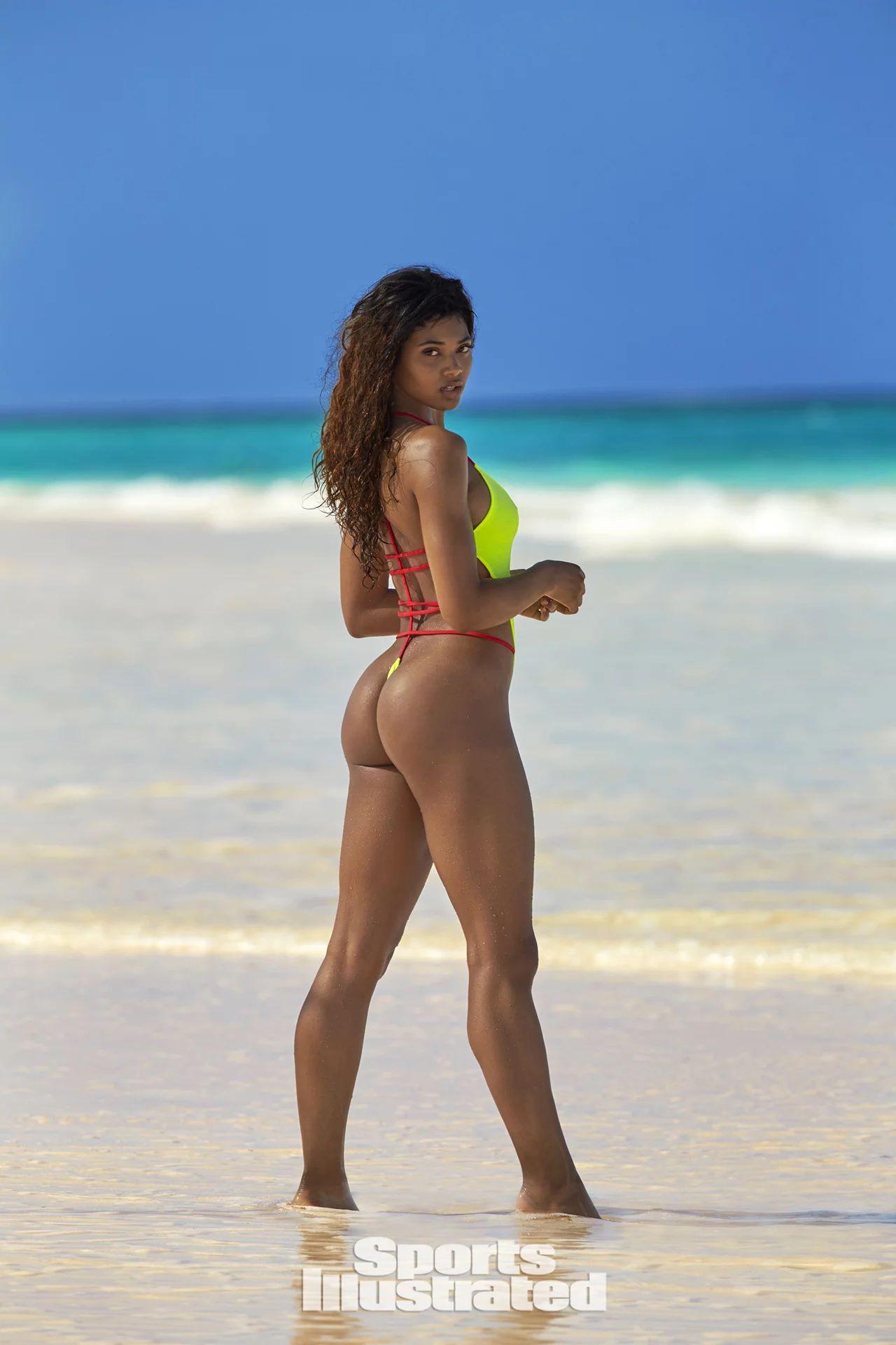 Danielle Herrington sexy nude picture