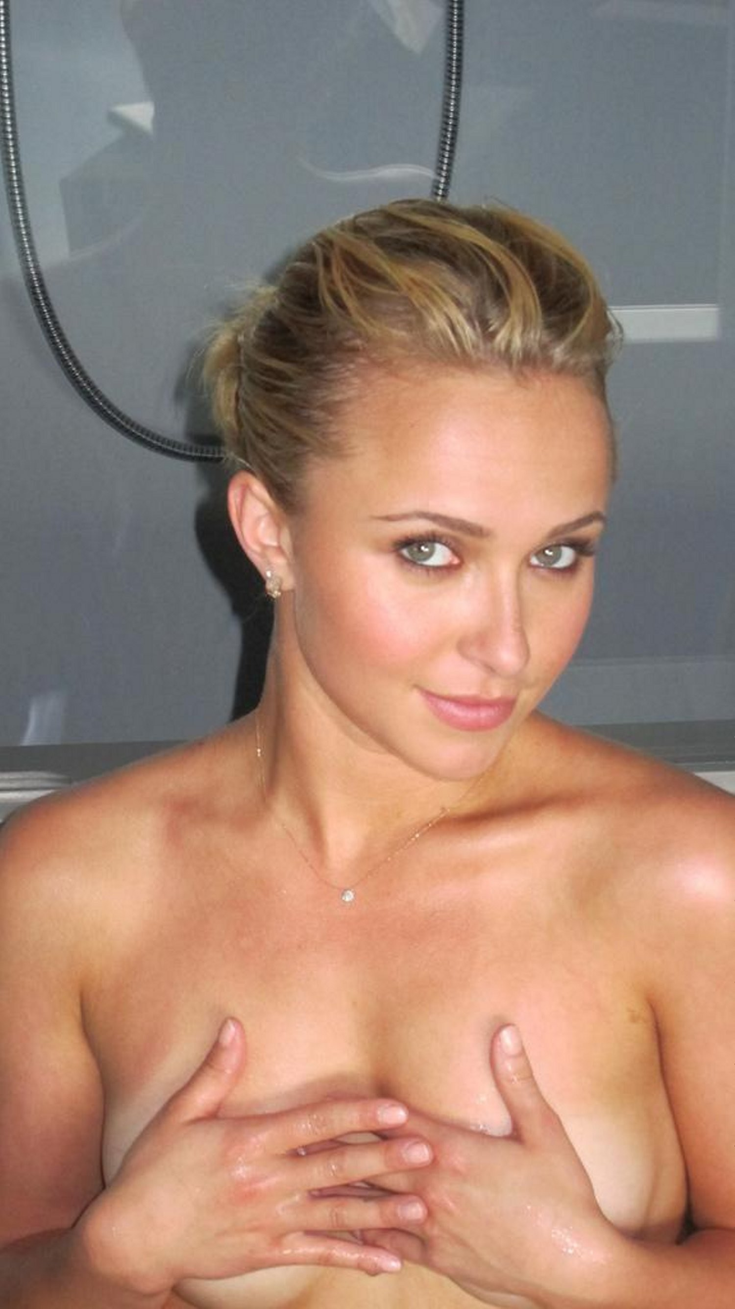 And hayden panettiere cleavage