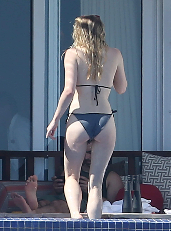 Sophie Turner boobs show