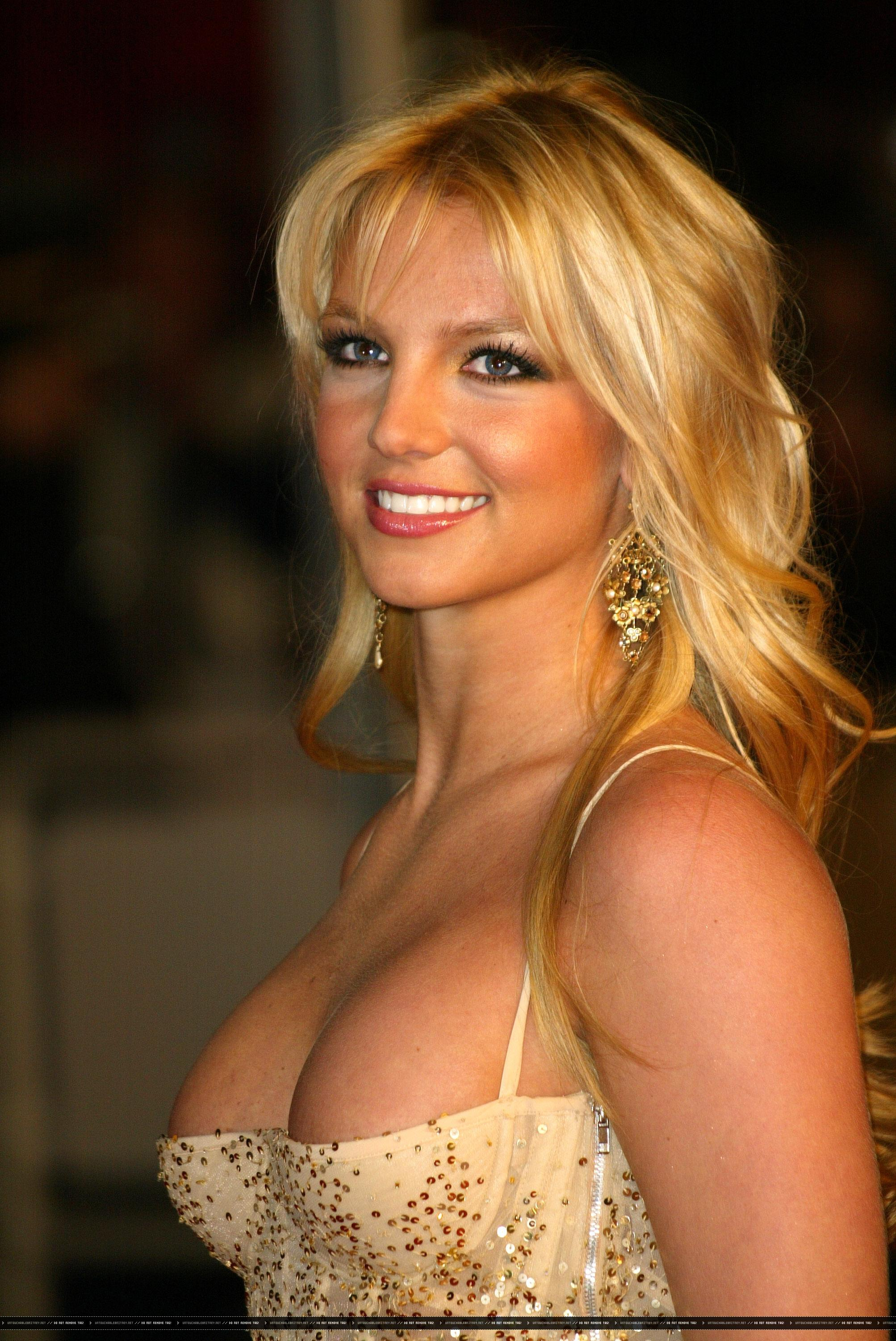 Britney Spears boobs show