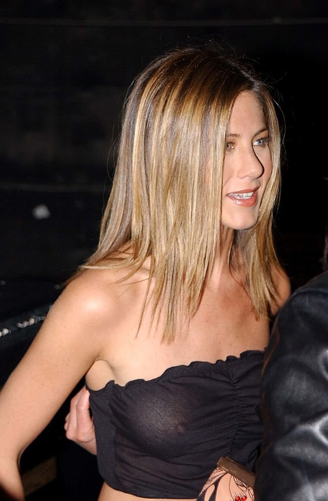 Jennifer Aniston boobs show