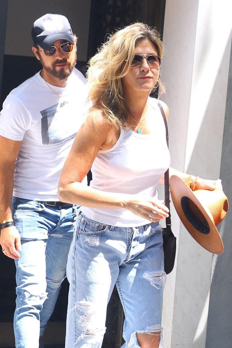 Jennifer Aniston candid paparazzi