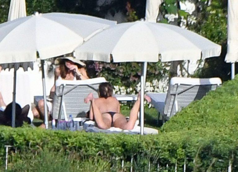 Jennifer Aniston nude boobs