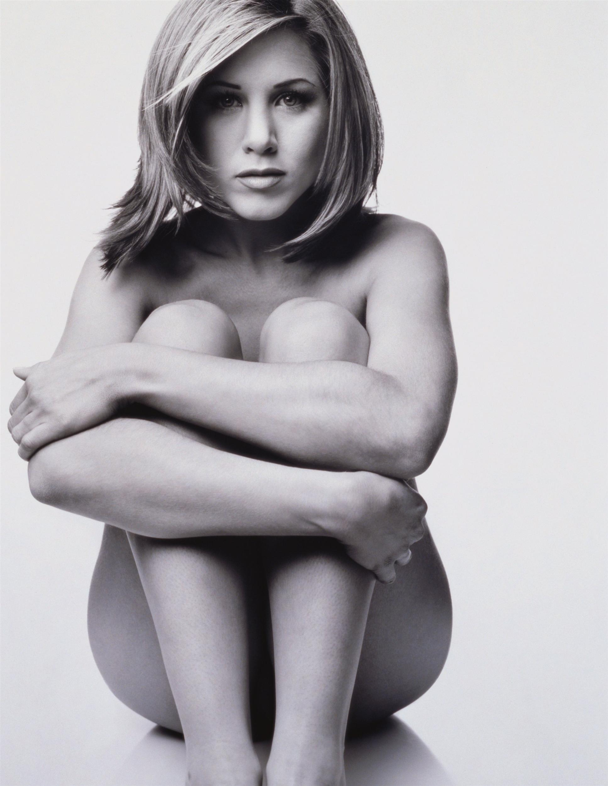 Jennifer Aniston nude boobs