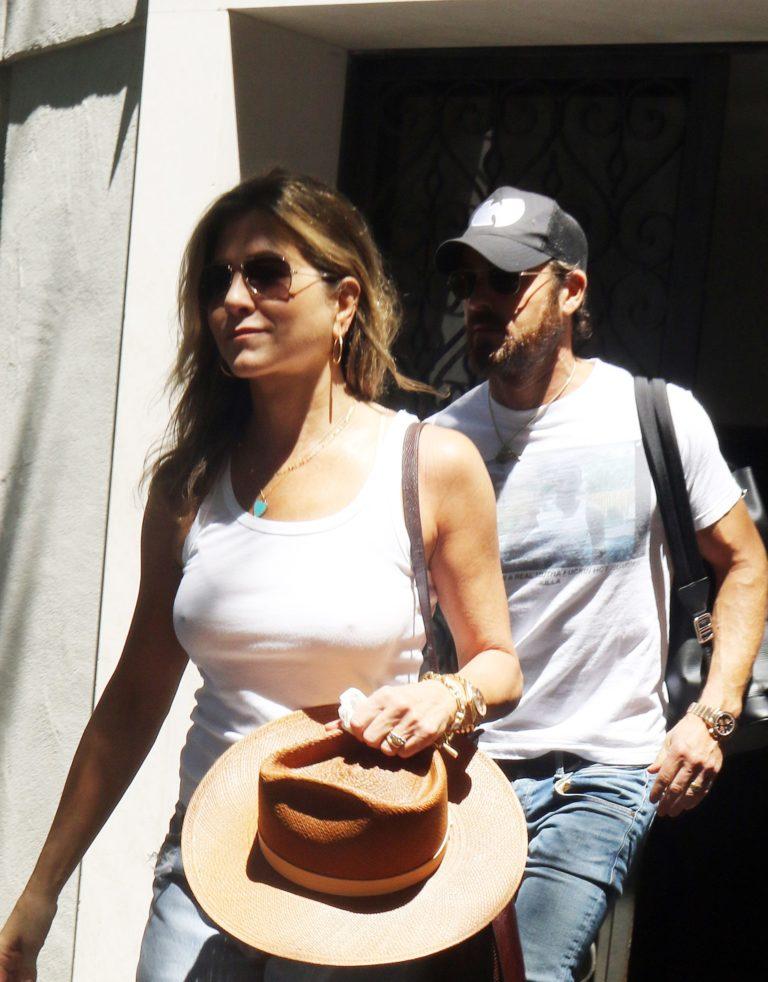 Jennifer Aniston areolas