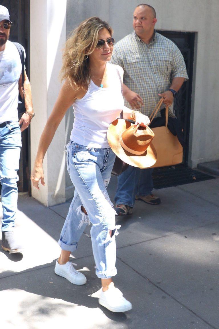 Jennifer Aniston sexy on the street