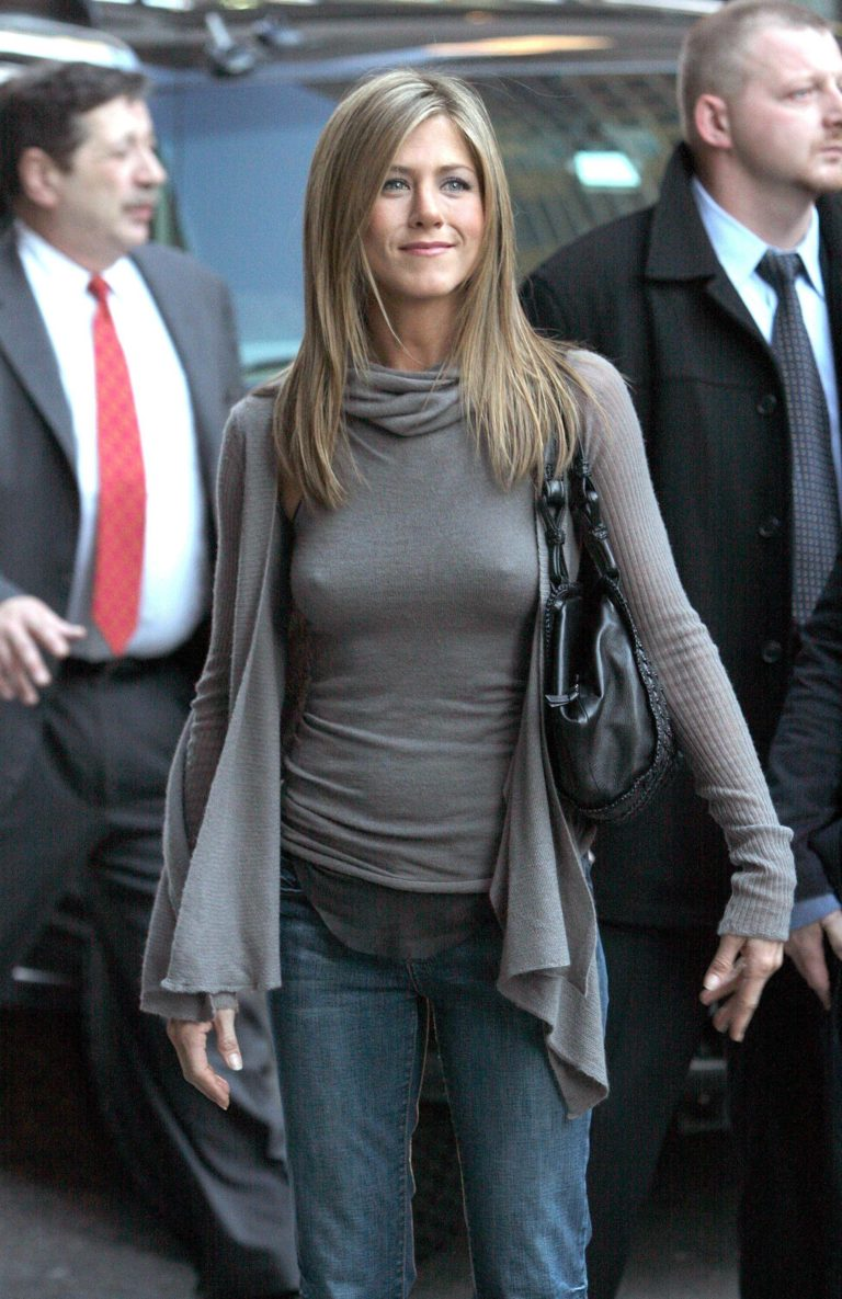 Jennifer Aniston hard nipples