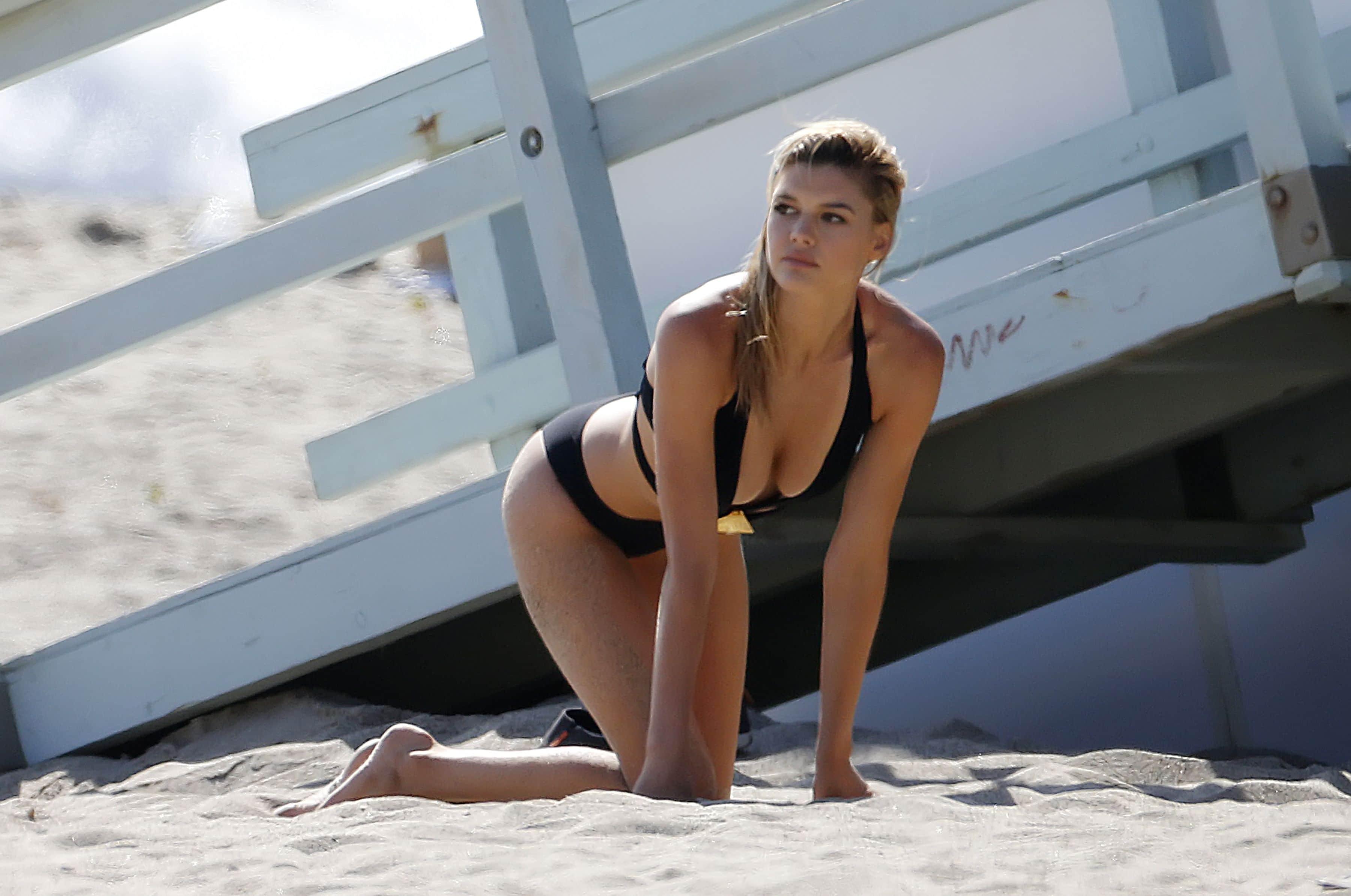 Kelly Rohrbach Sexy (1)