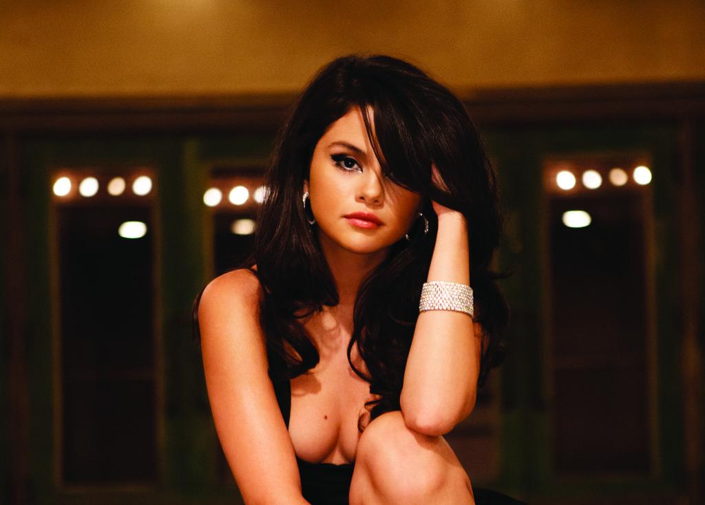 Selena Gomez visible cleavage