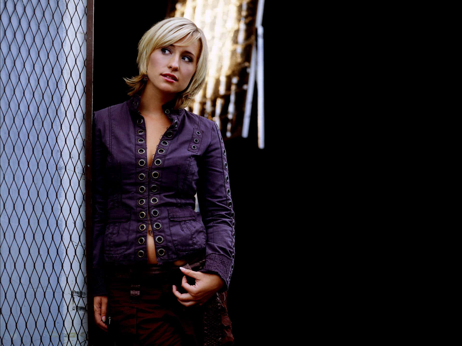 Allison Mack Sexy Photos (16)