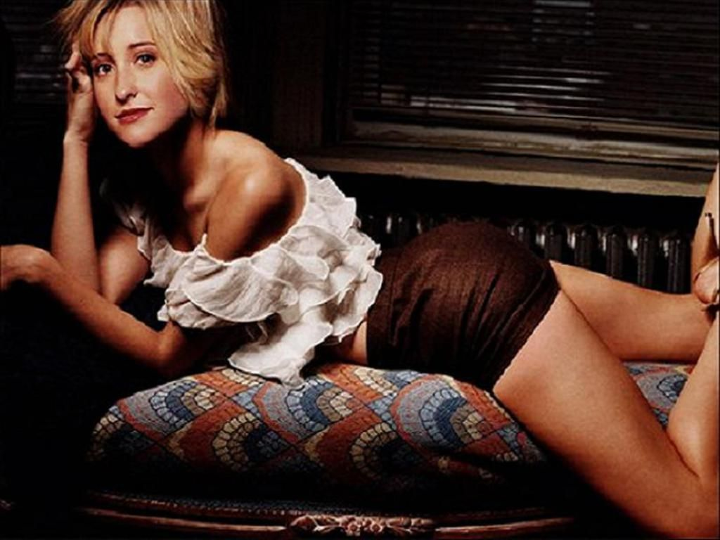 Allison Mack ready to fuck