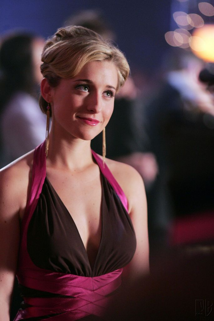 Allison Mack Sexy Photos (6)