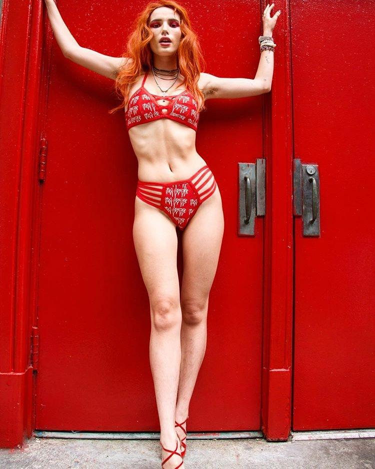 Bella Thorne natural tits