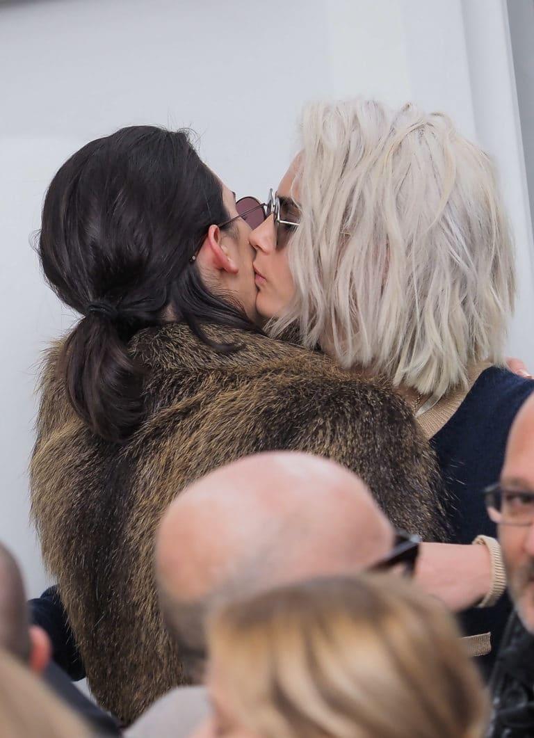 Cara Delevingne Kendall Jenner Kiss