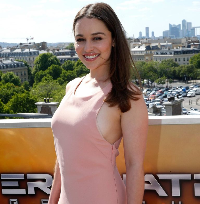 Emilia Clarke hot boobs