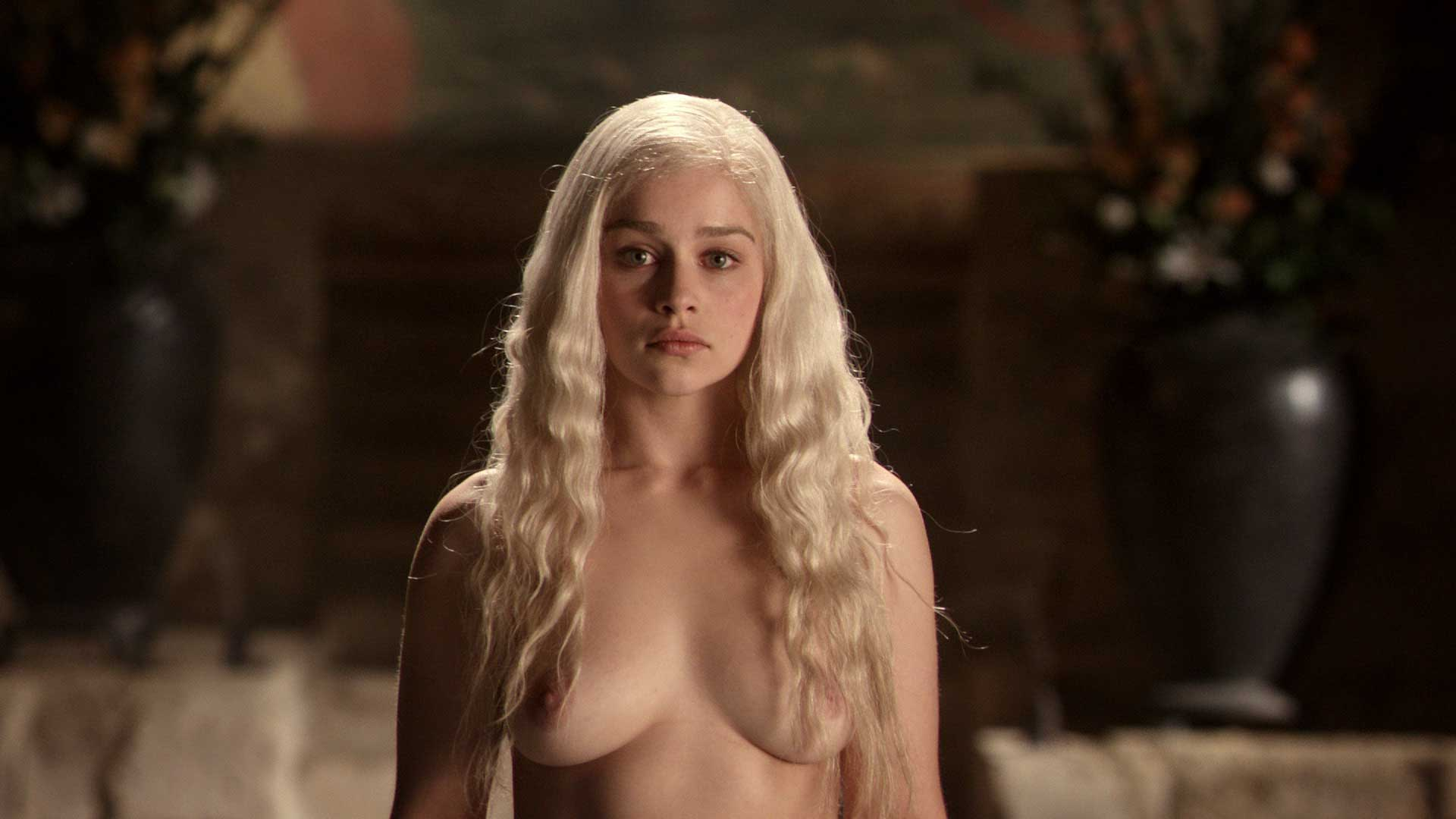 Emilia Clarke naked boobs