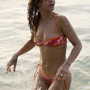 Rihanna hot boobs