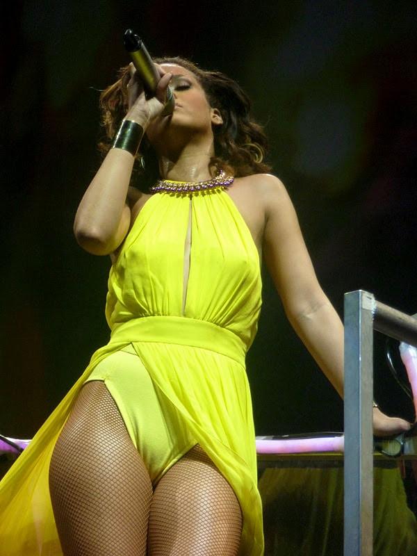 Rihanna sexy naked