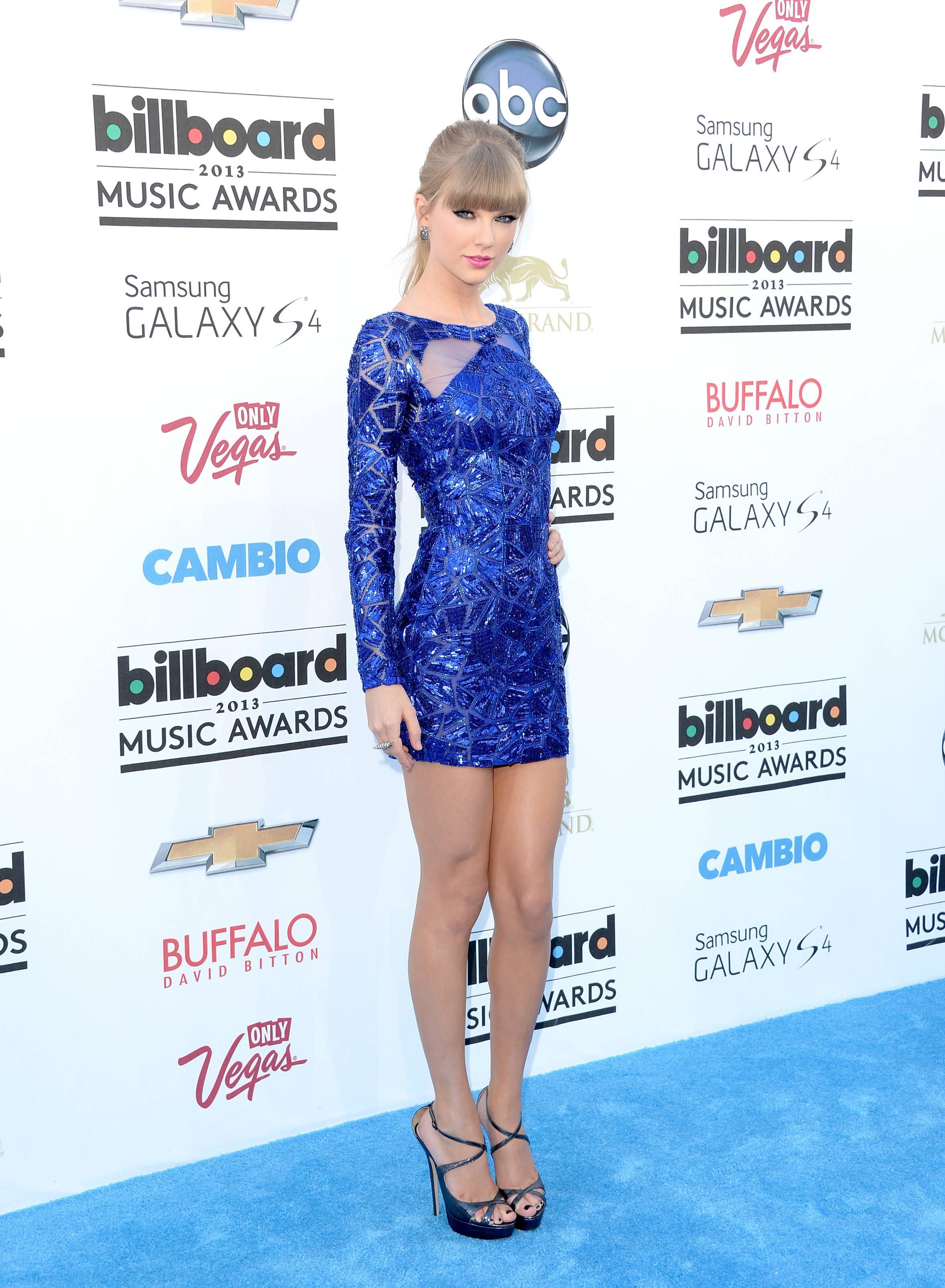 Taylor Swift nude boobs